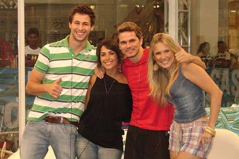Foto dos 4 integrantes do BBB9 que foram para a casa de vidro no Shopping Via Parque.