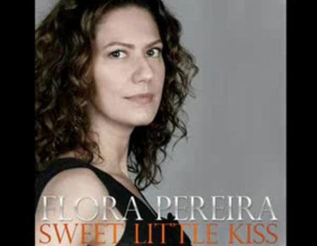 Capa do single de Beijinho Doce, interpretado por Flora, a Madonna brasileira!